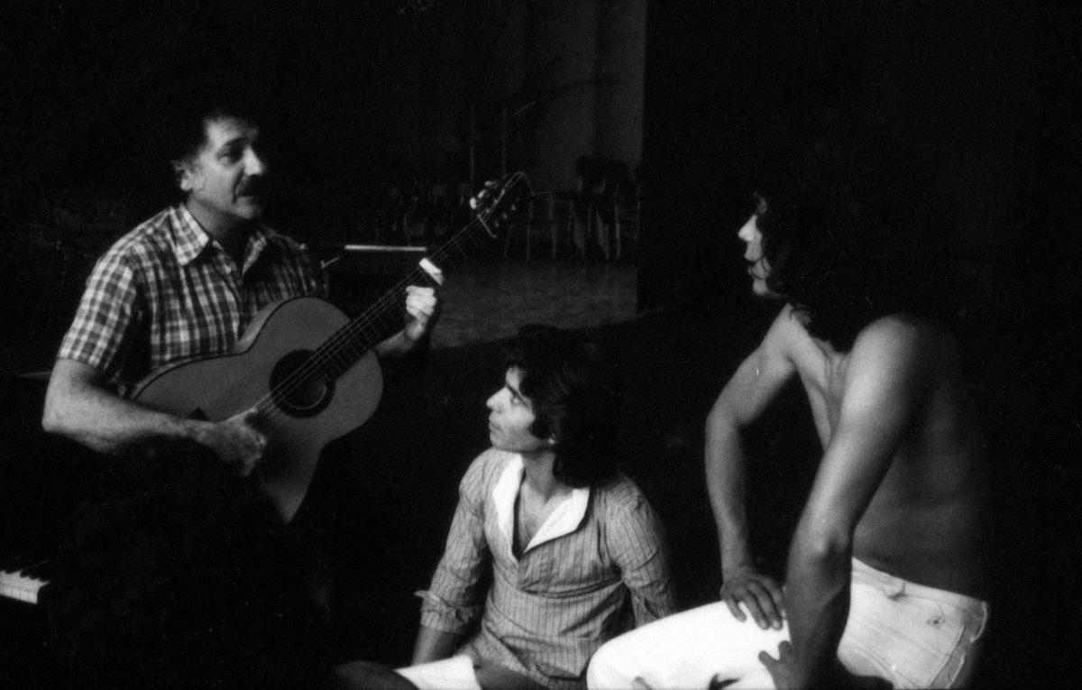"""Ricardo Pachón, Camarón y Raimundo Amador durante la grabación de """"La leyenda del tiempo"""", Madrid, 1979. Foto de Mario Pacheco"""