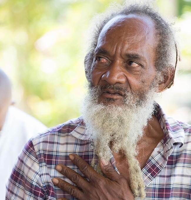 Iyah V: Jamaica. Uno de los más respetados y conocidos miembros de la comunidad rastafari de Jamaica que lucha por la legalización del cannabis.